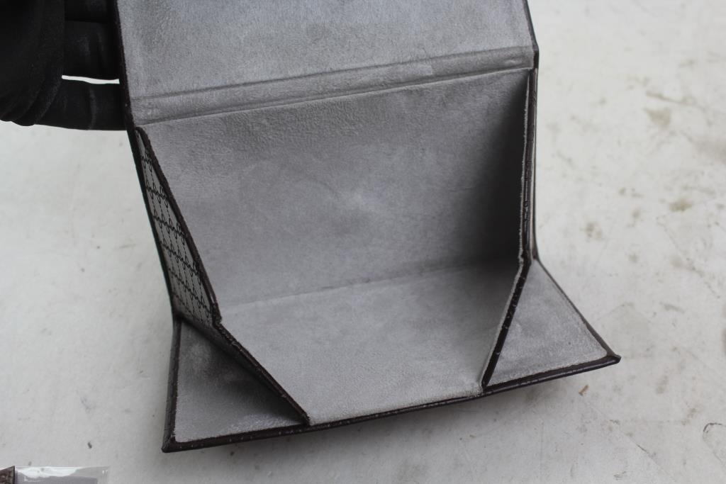 best loved 80546 1a8ea Gucci Designer Folding Sunglass Case | Property Room