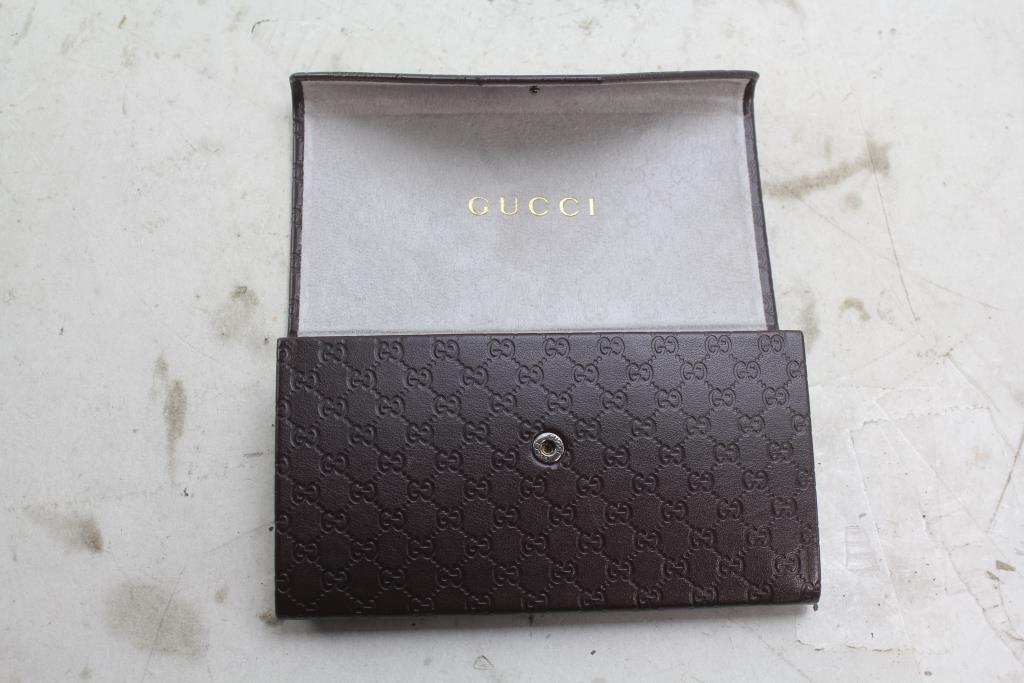 best website a7955 c7d88 Gucci Folding Sunglasses Case | Property Room