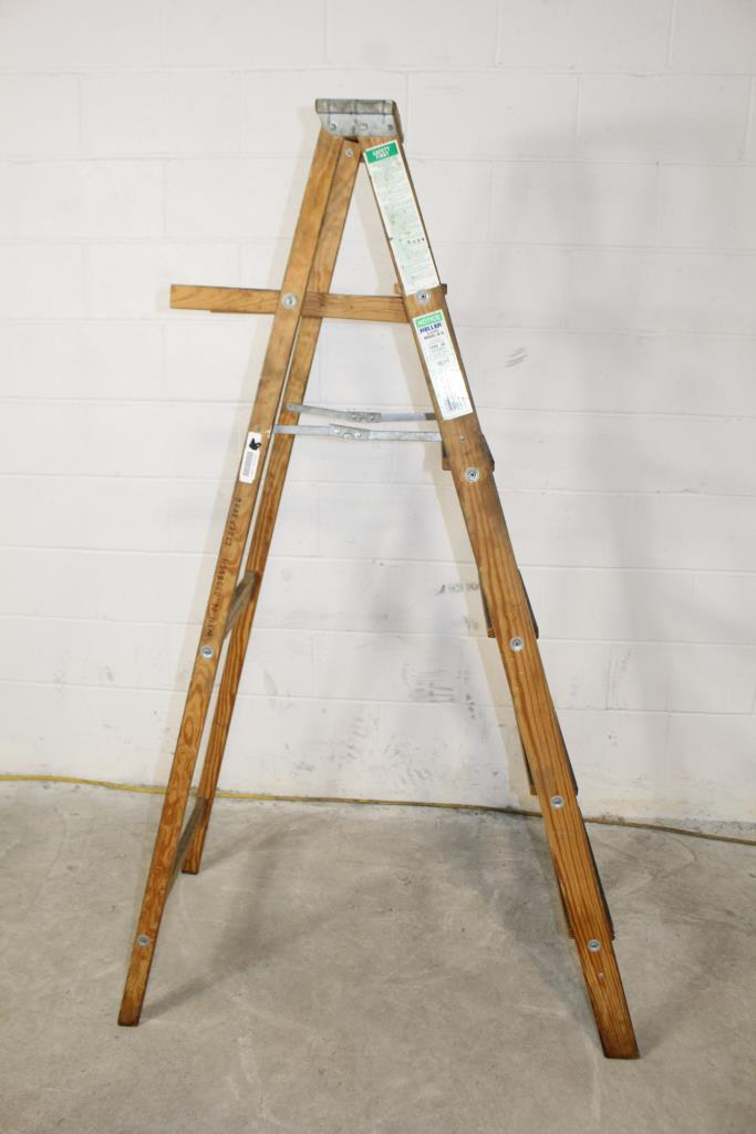 Keller 6 Wooden Ladder Property Room