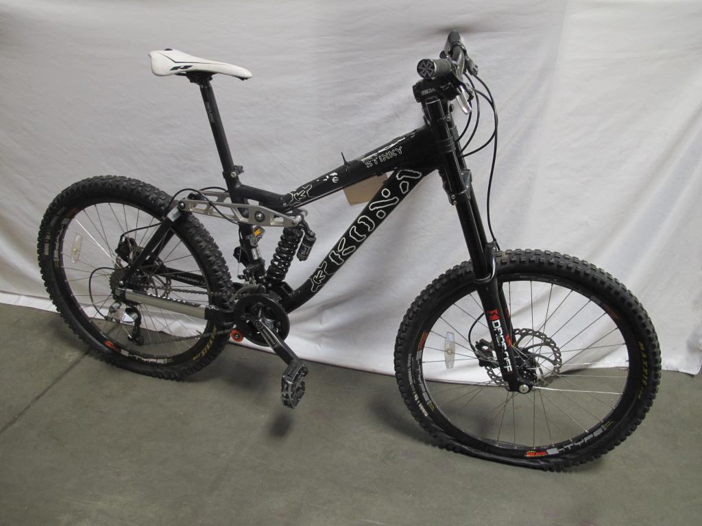 88cbeb43573 Kona Stinky Downhill Mountain Bike | Property Room