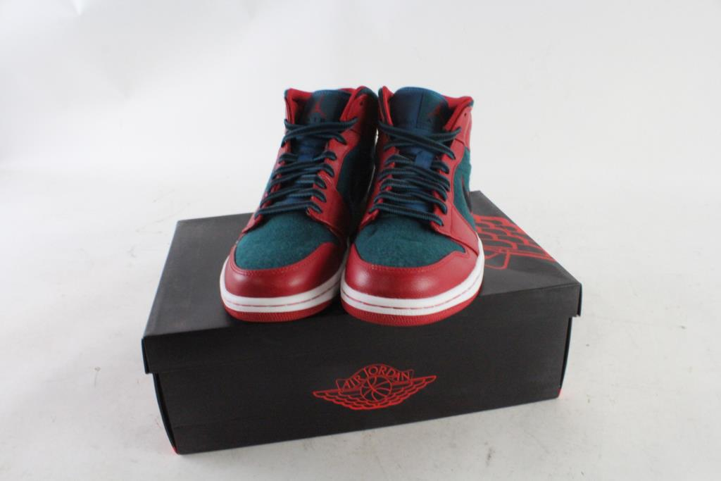 35db0811846fa2 Image 1 of 4. Nike Air Jordan 1 Mids Mens ...