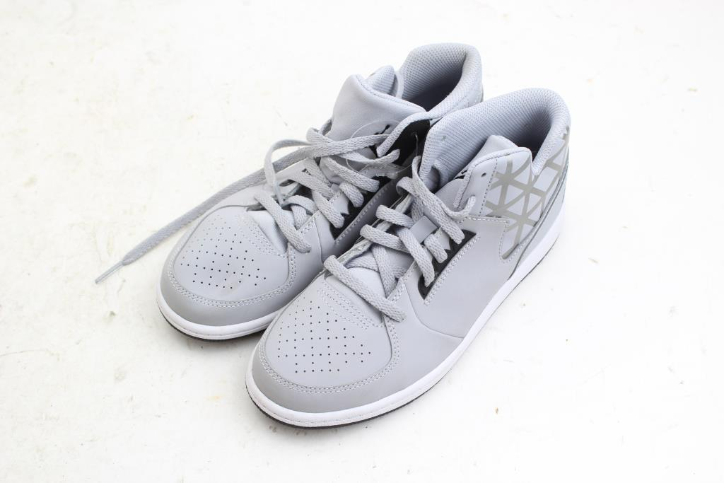 more photos 8aee3 f3eb3 Nike Air Jordan Youth Shoes Size: 3Y | Property Room