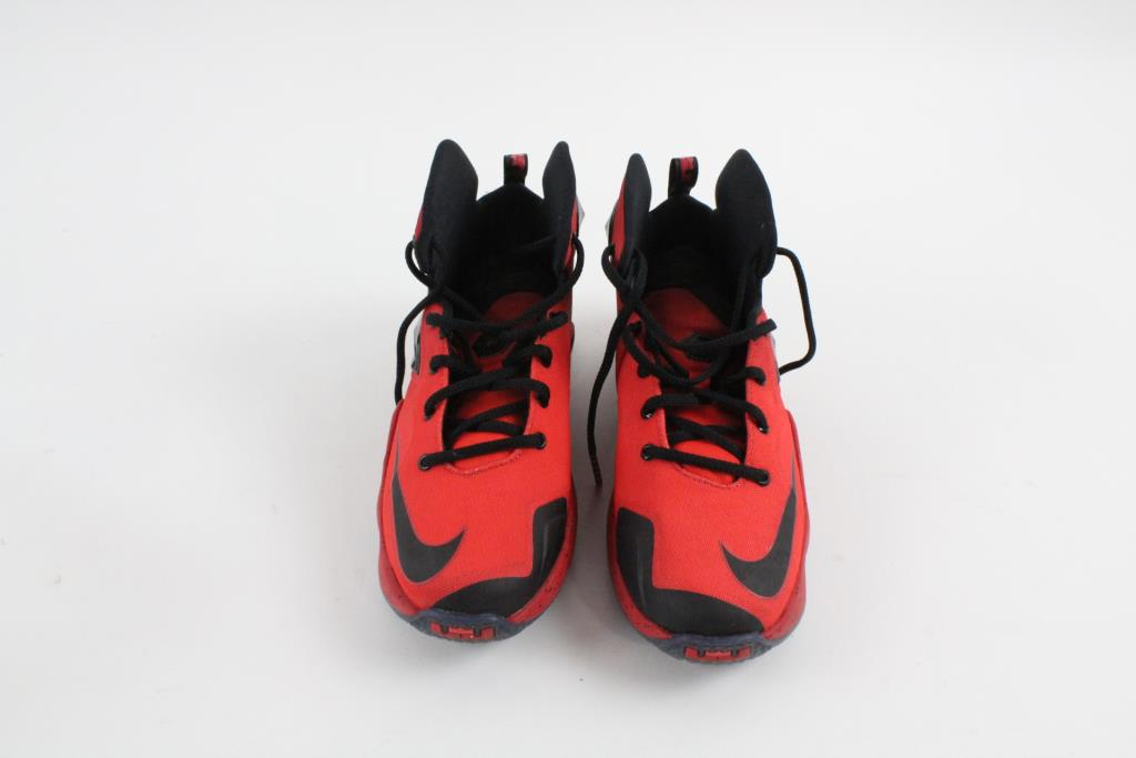 Nike Boys Shoes, Size 5.5Y   Property Room
