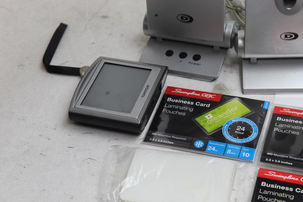 Pan Digital Photo Frame Tomtom Gps Speakers And More Property Room