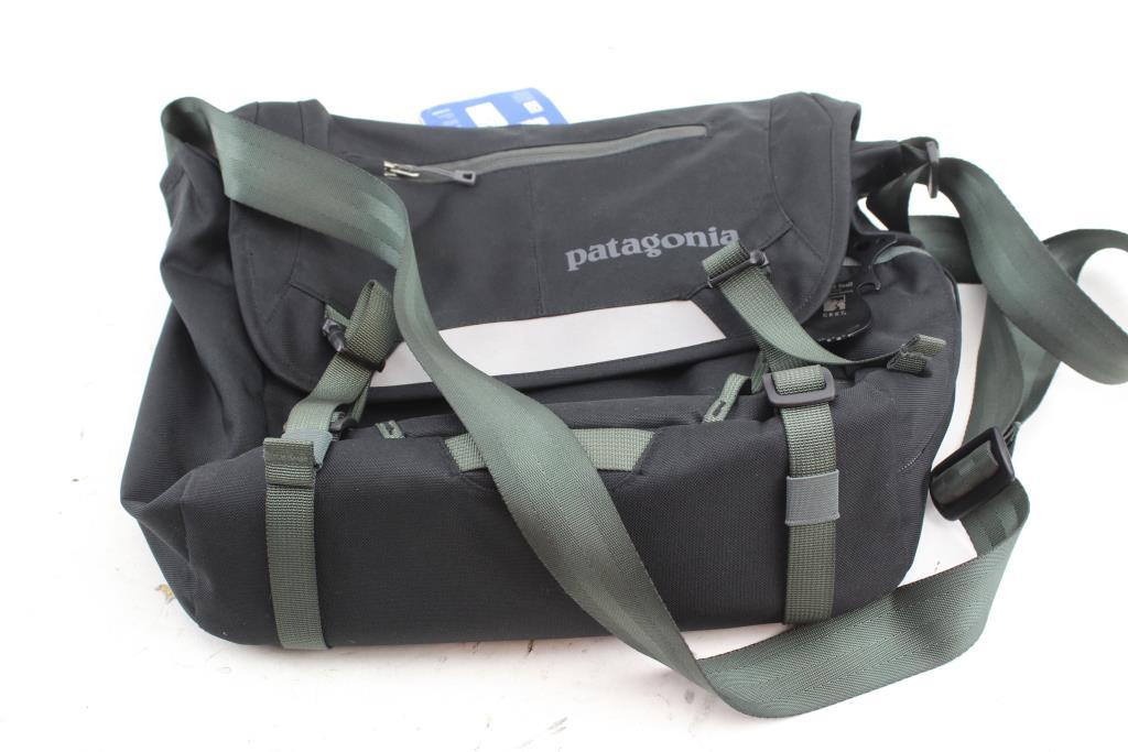 5914eed2c98 MiniMass Messenger Bag by Patagonia Source · Patagonia MiniMass Messenger  Bag Property Room