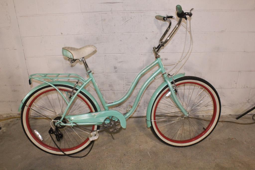 Schwinn Perla Cruiser Bike | Property Room