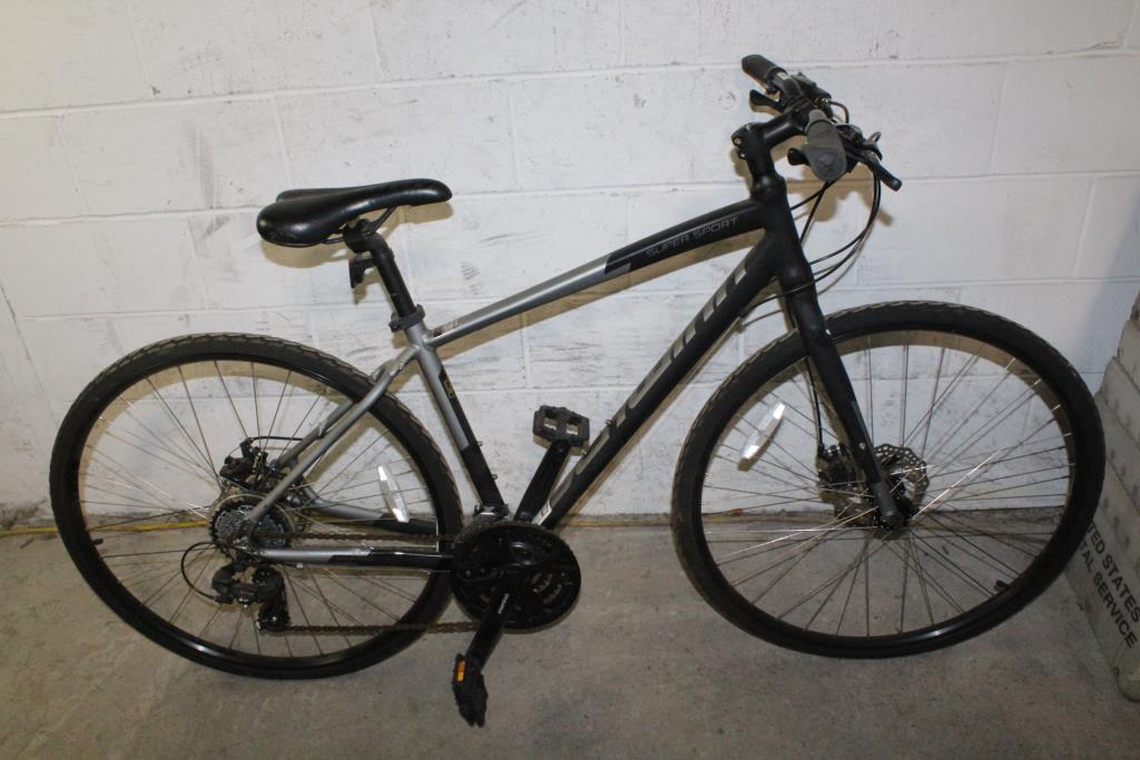 1c98e03cdc2 Schwinn Super Sport Hybrid Bike | Property Room