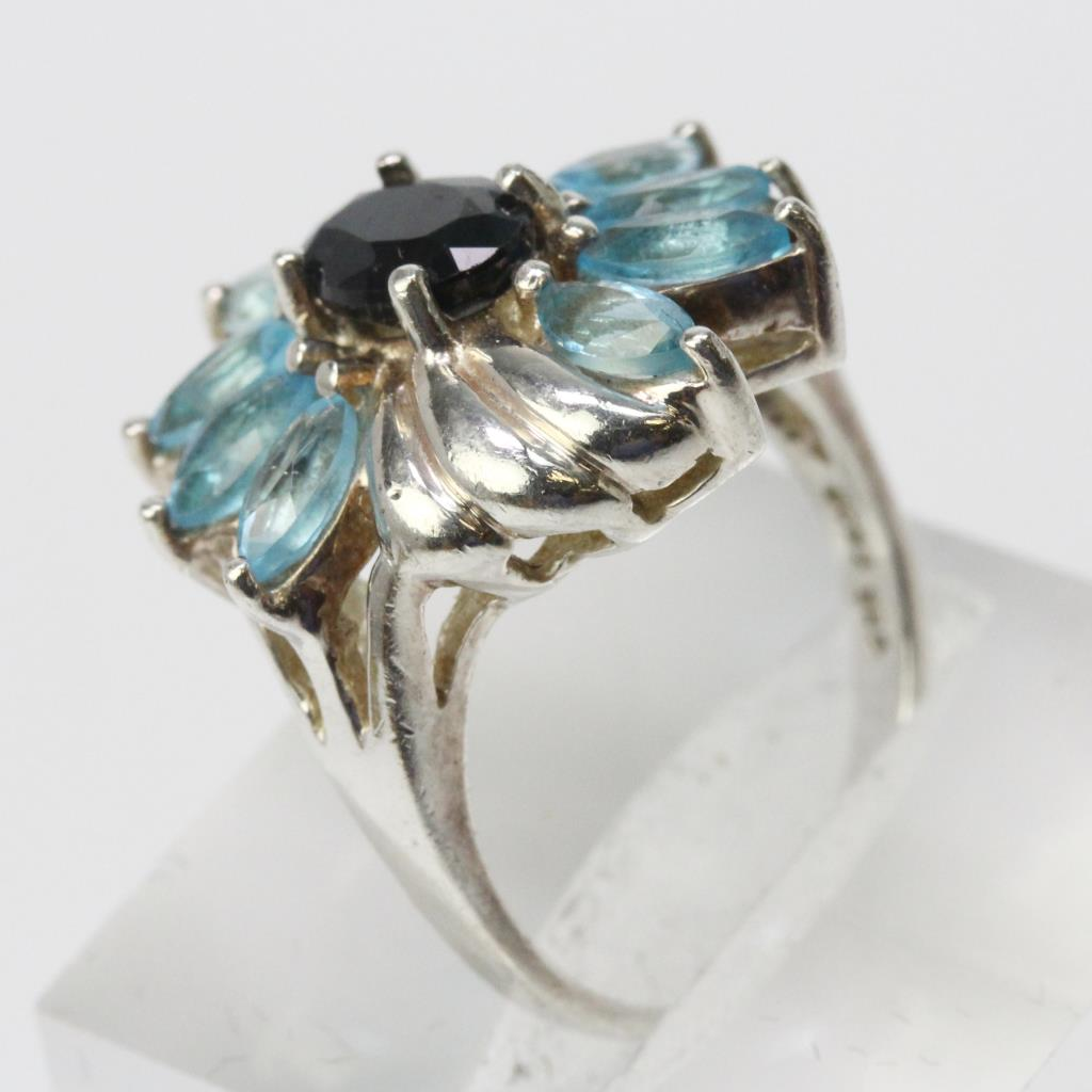 Silver 4g Blue Sapphire Ring With Light Blue Stones