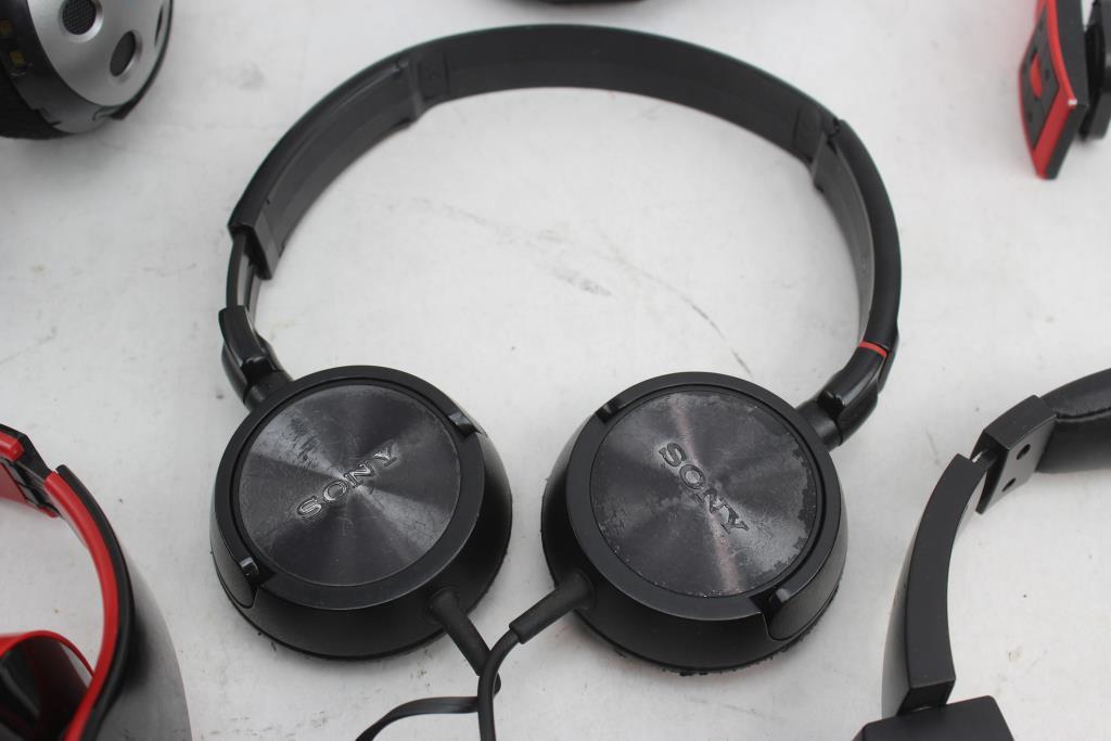sony ihome manhattan headphones headlamp 6 items property room rh propertyroom com sony ihome clock radio ihome vs sony