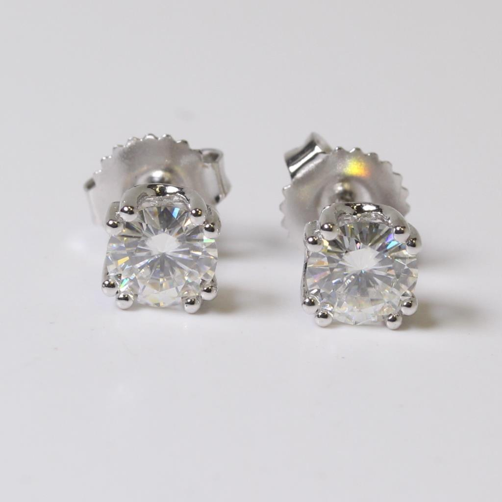Sterling Silver 1 1g 20ct T W Synthetic Diamond Earring Studs Evaluated By Independent Specialist