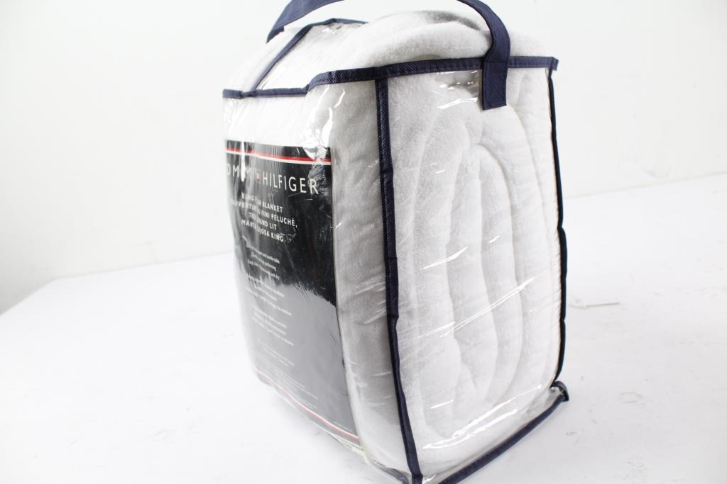 Tommy Hilfiger Thr1221 Plush Blanket