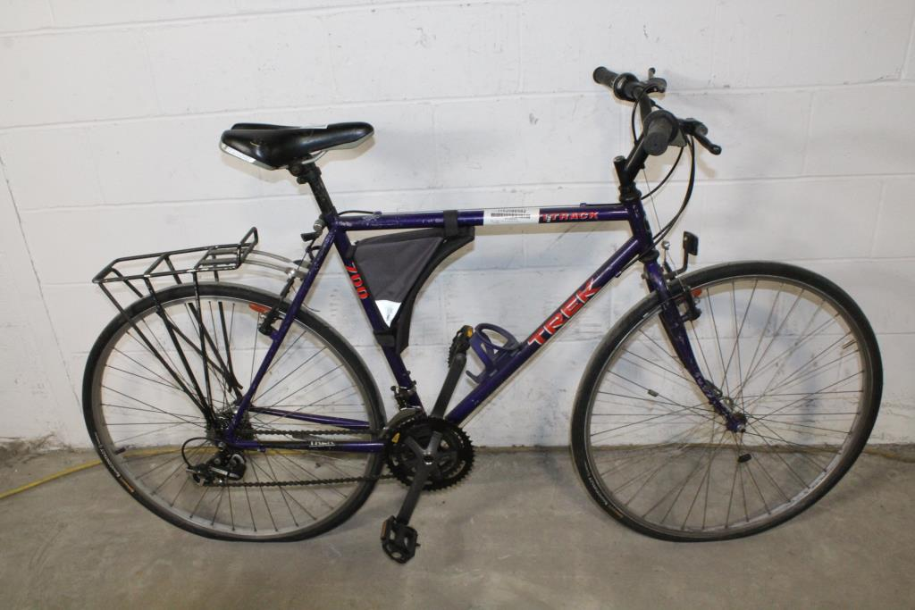 248879a8296 Trek Multi-Track 700 Hybrid Bike   Property Room