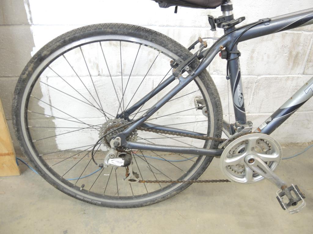 Trek Multitrack 7200 Hybrid Bike Property Room