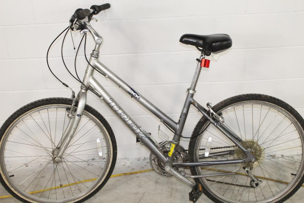 Trek Navigator 200 Women's Hybrid Bike | Property Room