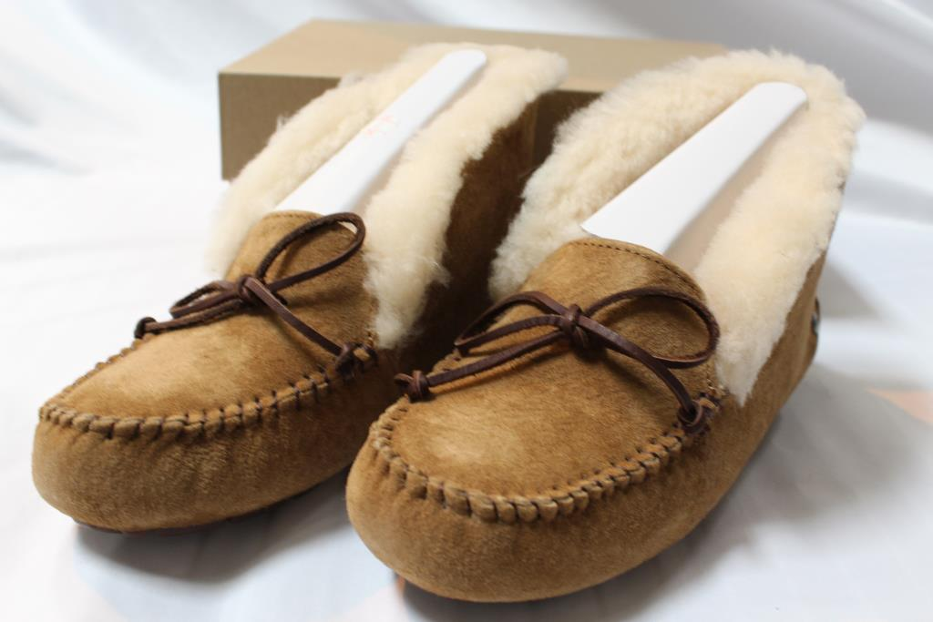 2bc62ae2855 UGG Alena Women's Moccasins In Chestnut Size 05 | Property Room