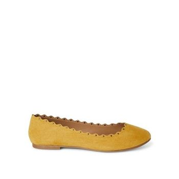 NWT Women's Blossom Flats Yellow Size 7