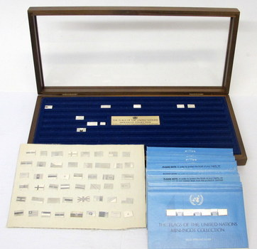 THE FRANKLIN MINT-The Flags of the United Nations Mini-Ingot Collection