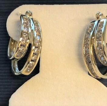 10 KT Gold Diamond Earrings 1.60 Carats