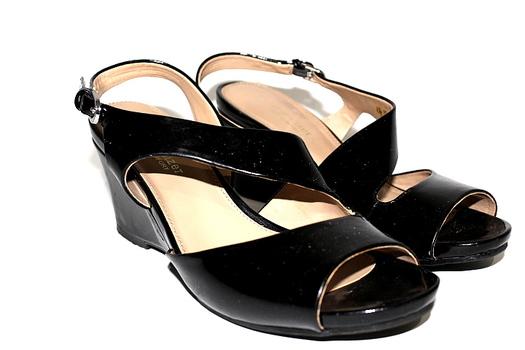 Naturalizer N5 Comfort Sandals Black Leather Size 7.5 Straps Ladies