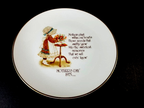 VTG 1975 Holly Hobbie Mothers Day Commemorartive Porcelain Plate