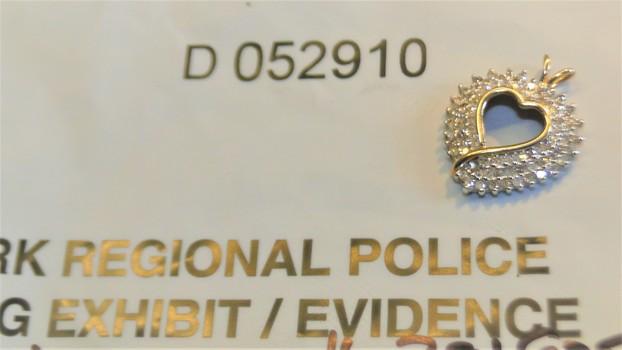 10 KT Gold & Diamond Heart Pendant Police Seizure