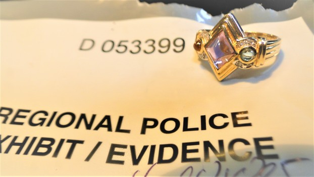 10 Kt Gold and Diamond Ring from Police Seizure
