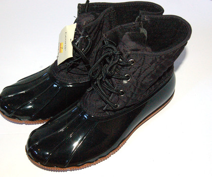 NWT Women's Quilty Boots Black Size 8