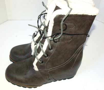 Women's Wedged Winter Boots Brown Size 9