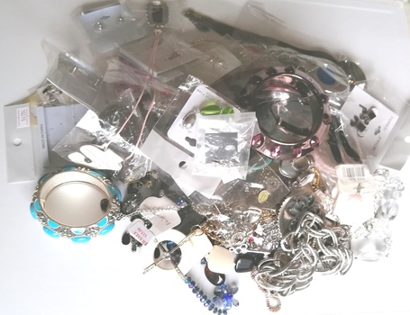3 POUNDS OF ASSORTED READY MADE JEWELRY PIECES - 50 PIECES