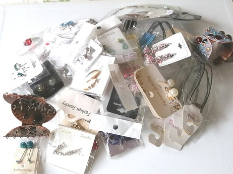 50 PIECES OF READY MADE JEWELRY PIECES - 2 POUNDS