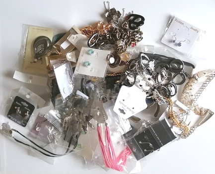 50 PIECES OF READY MADE JEWELRY PIECES - 3 POUNDS