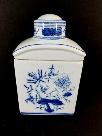 VTG Hand Painted Porcelain Ginger Jar With Lid