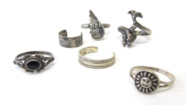 Collection of 6 Vintage Rings