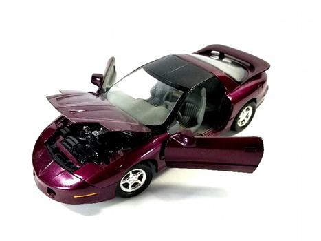 Ertl 1/18 Scale Diecast - 7208 1996 Pontiac Firebird Trans Am Purple