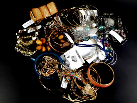 Mix Lot of 50 Pieces of Costume Jewelry Lot 54