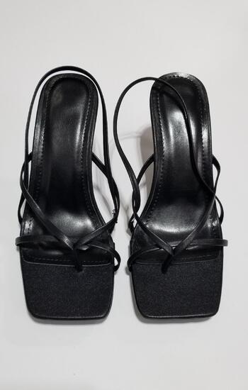 BLACK WOMEN'S STRAPPY SQUARE TOE SANDALS-SIZE 7