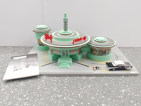 Vintage 2001 Rail King Mel's Diner Drive-In Diner Set