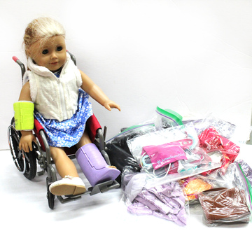 """""""AMERICAN GIRL"""" Doll With Outfits"""