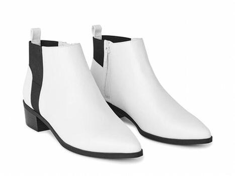 NWT Women's Veena Booties White Size 6