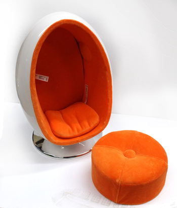 AMERICAN GIRL - RETRO Egg Chair/Speaker With Stool