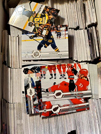 Lot of 500 Random Hockey Cards