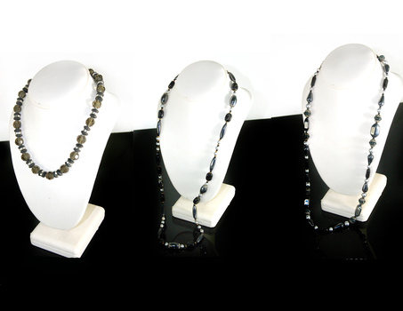 GLASS AND CRYSTAL BEADS - OVER 1/2 LB OF GLASS AND CRYSTAL BEADS