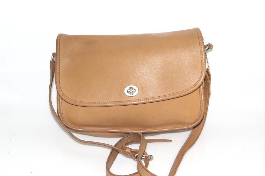 daa5846305 Vintage Coach Camel City Bag Leather Crossbody shoulder Purse 9790 ...