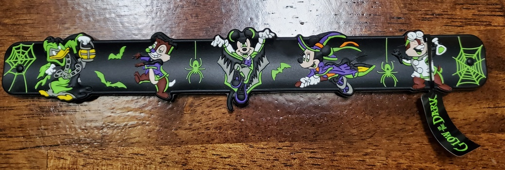 Disney Vampire Mickey & Friends Halloween 2019 Slap Bracelet Glow In The Dark