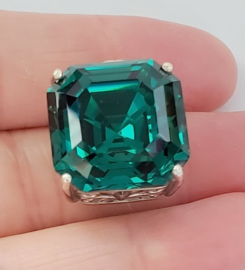 No Reserve Emerald Swarovski Crystal Pendant