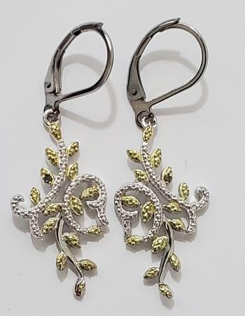 No Reserve Natural Green Diamond Dangle Earrings