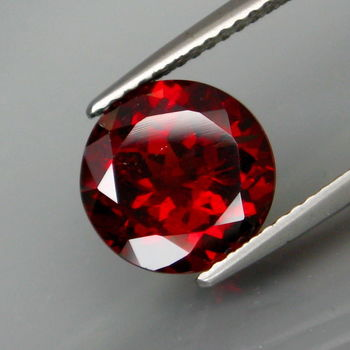 VVS Natural Mozambique Garnet Round Cut Loose Gemstone
