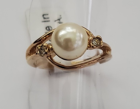 No Reserve White Pearl & Crystal Ring Size 6