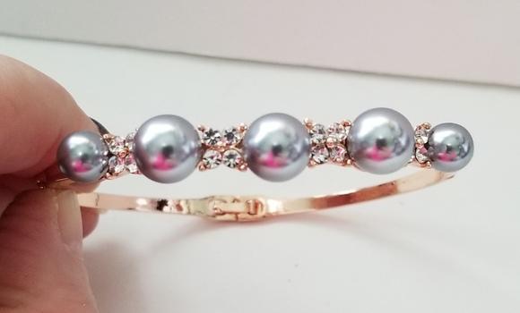 New Grey Pearl & Crystal Bracelet