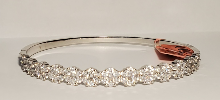 No Reserve Topaz Hinged Bangle Bracelet